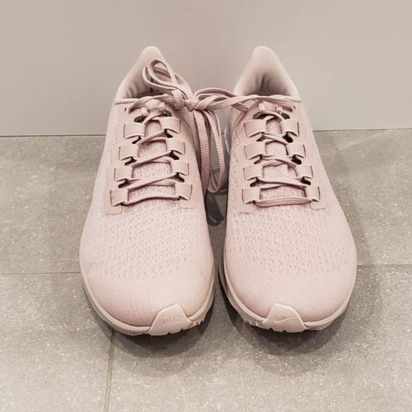 Brand new Nike women's Air Zoom Pegasus 37 shoes